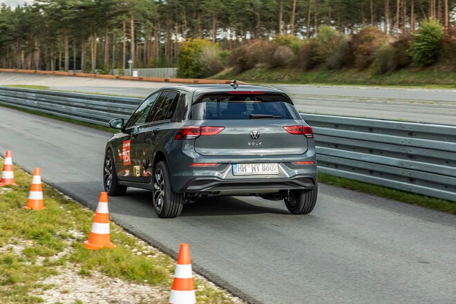 The tires were tested using two Volkswagen Golfs 8th generation.