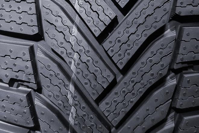 Michelin Alpin 6 tread design (closeup)
