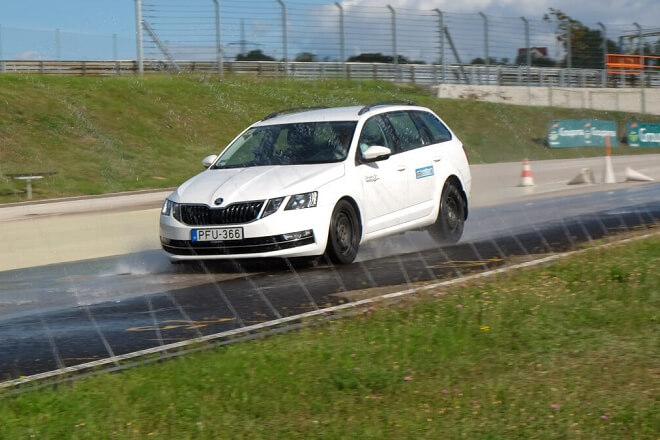 Test discipline: wet braking. Source: autonavigator.hu