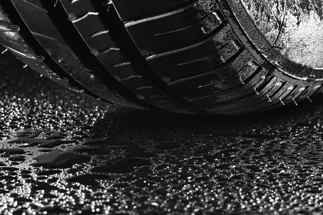 Hydroplaning and lateral stability onwet pavement
